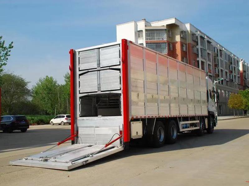 Vertical truck tail lift